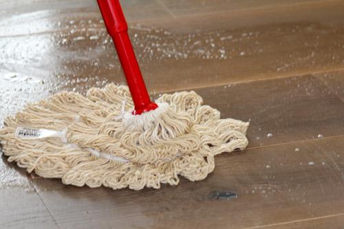 Reinigung mit Holzbodenseife